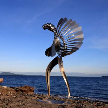 Skulpture ljudske veličine plešu na vjetru hipnotičkim savršenstvom